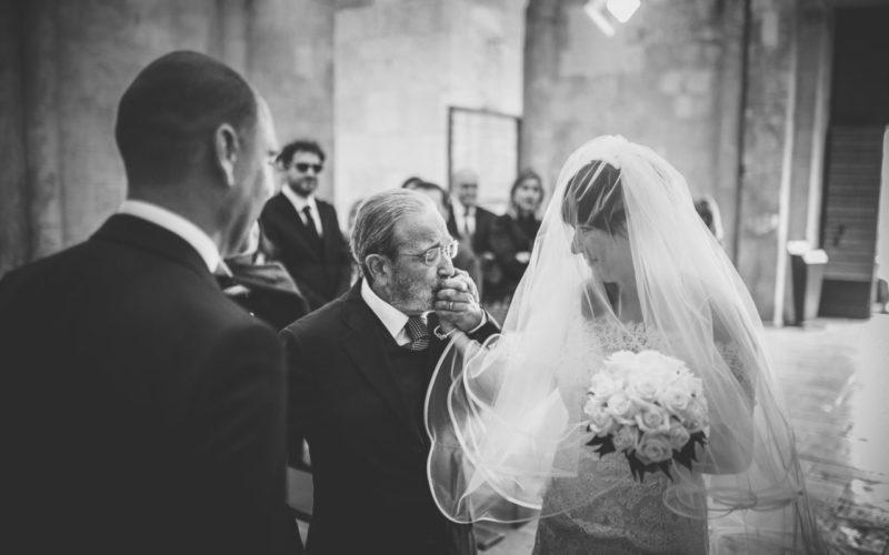 Fotografo Matrimoni Foggia papà sposa altare chiesa