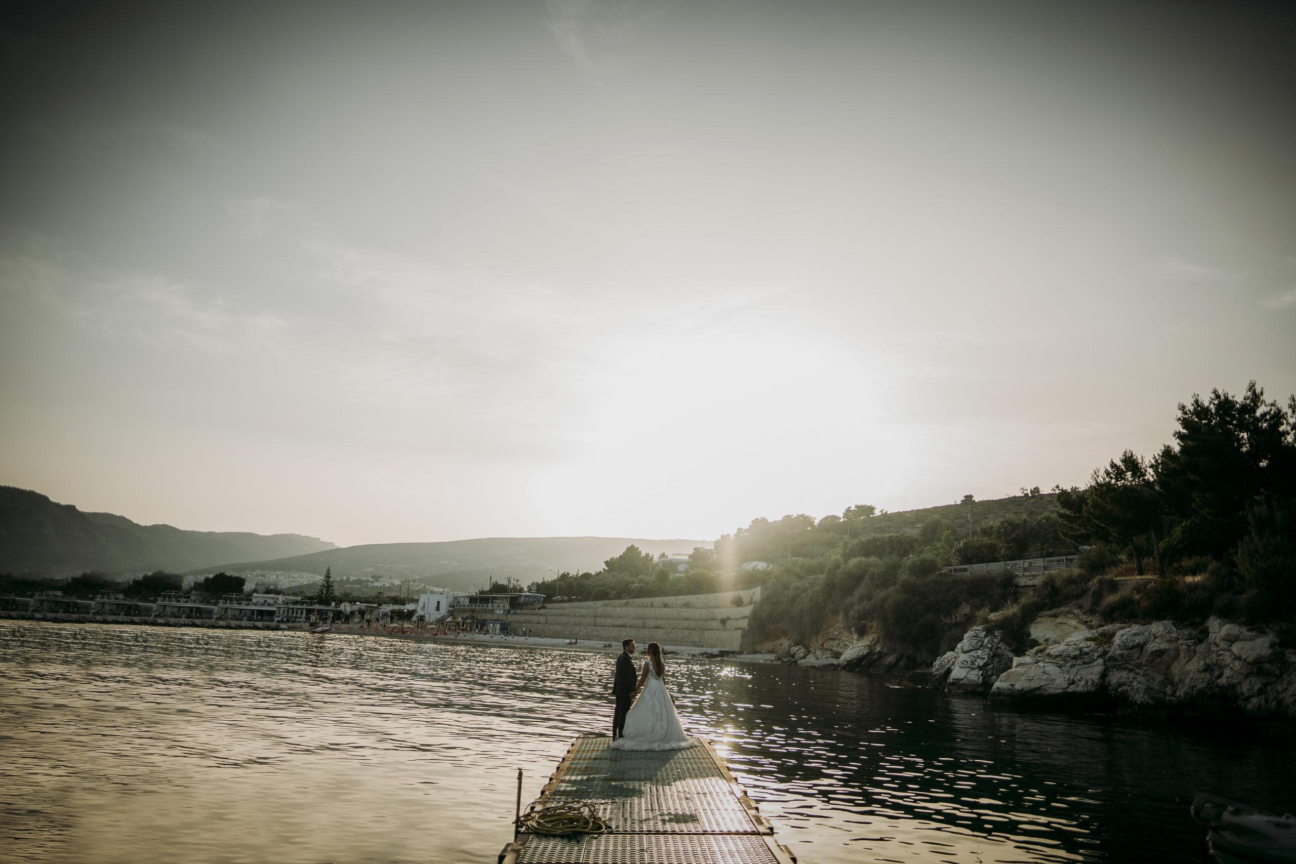 Fotografo matrimoni Foggia sposo sposa passerella porto