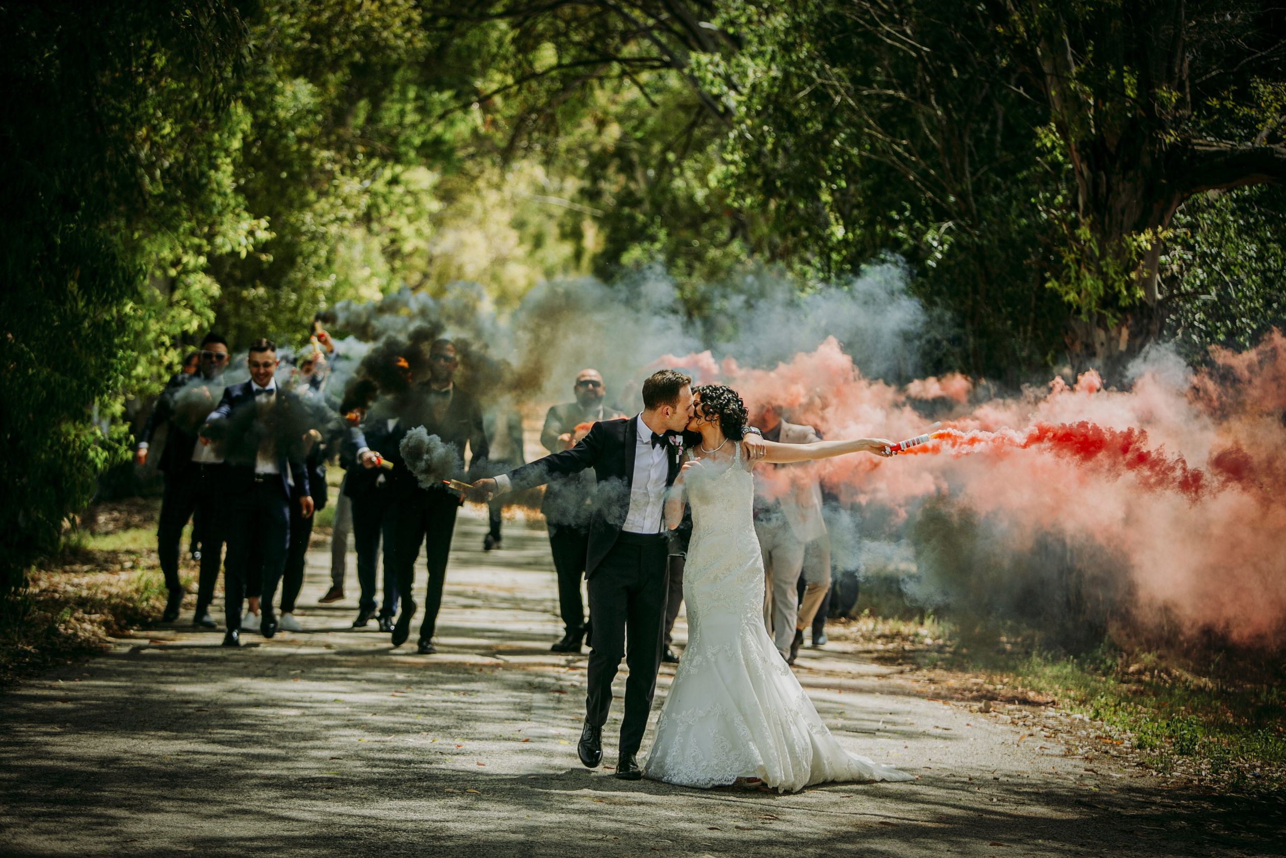 Fotografo matrimoni Foggia sposo sposa fumogeni